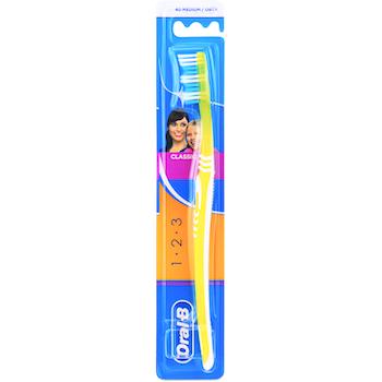Oral-B Toothbrush Classic Medium